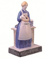 Rye Pottery hand decorated Pastry Cook ht 25.5cm 10in